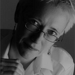 Dr Nessa Carey